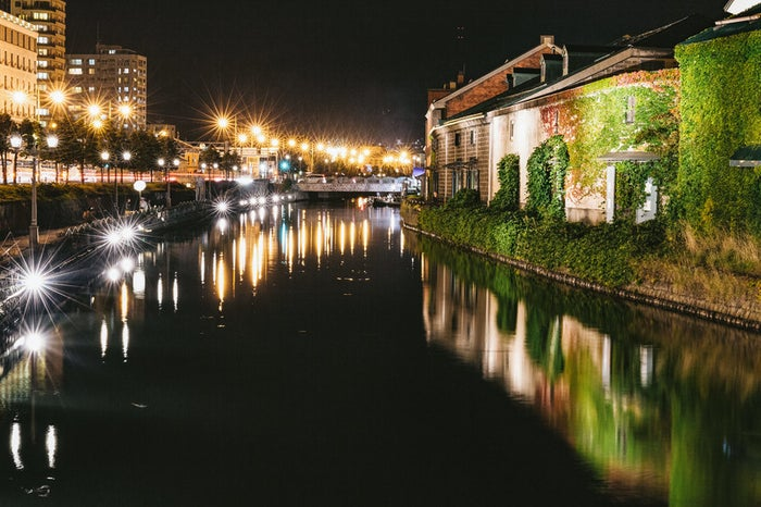 夜の小樽運河/photo by ぱくたそ
