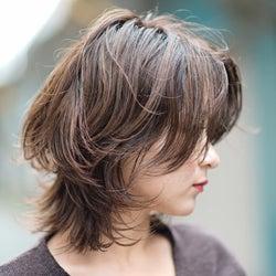 アッシュ×フェミニンシルエットの色っぽヘアスタイル6選