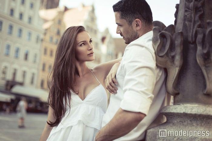 「【男性の本音】男性が「そろそろ結婚したいな…」と思う瞬間4選」(photo by kiuikson/Fotolia)