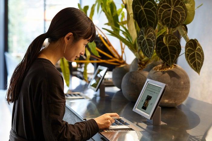 顔認証システムによる非対面セルフチェックイン/画像提供:三井不動産