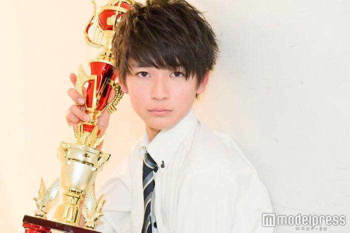 「男子高生ミスターコン2017」でグランプリを受賞した際の高橋文哉(C)モデルプレス