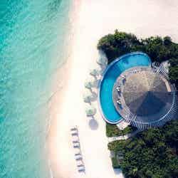 「ル メリディアン」モルディブに新ホテル、ターコイズブルーの海に抱かれた客室ヴィラ