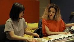 松岡茉優を絶賛「マイク通したらすごい可愛い声になる」Charaと豪華初コラボ