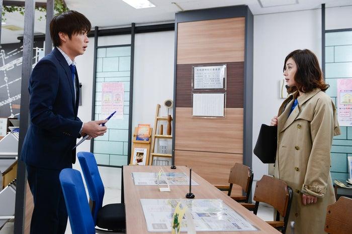 田中圭、大塚寧々/「おっさんずラブ」第2話より(C)テレビ朝日