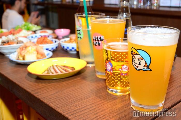 立飲みビールボーイ(C)モデルプレス