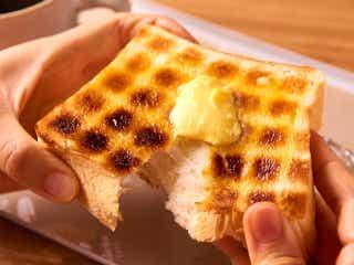 浅草の老舗ベーカリー『パンのペリカン』のカフェが誕生! こんがり「炭焼きトースト」がウマすぎた