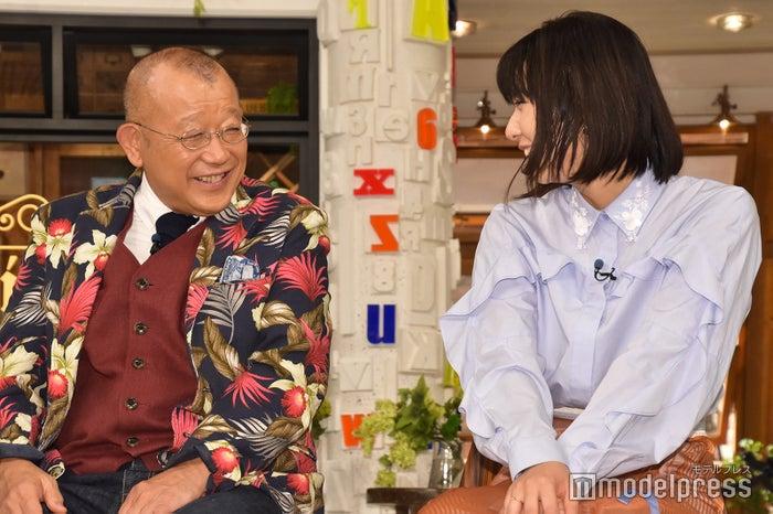 (左から)笑福亭鶴瓶、上白石萌歌(C)モデルプレス