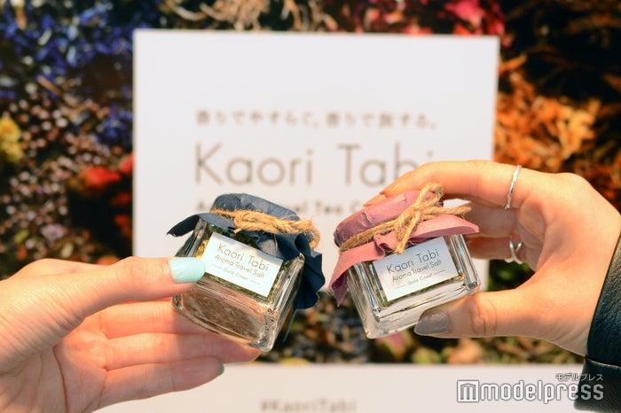 ガラス瓶に「Kaori Tabi」の香りを閉じ込めたハーブソルト(C)モデルプレス