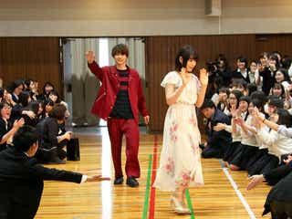 桜井日奈子&吉沢亮、女子校サプライズ訪問でパニック状態 泣き出す生徒も<ママレード・ボーイ>