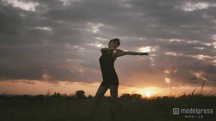 佐藤江梨子、結婚・妊娠発表後初のCM出演作/カゴメ「野菜生活100」新CM「栄養吸収率の高い野菜篇」より【モデルプレス】