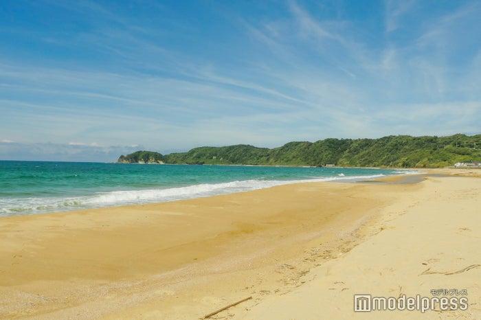 鳴き砂で有名な琴ヶ浜 (C)モデルプレス