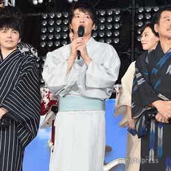 チーム「おっさんずラブ」(左から)林遣都、田中圭、吉田鋼太郎(C)モデルプレス