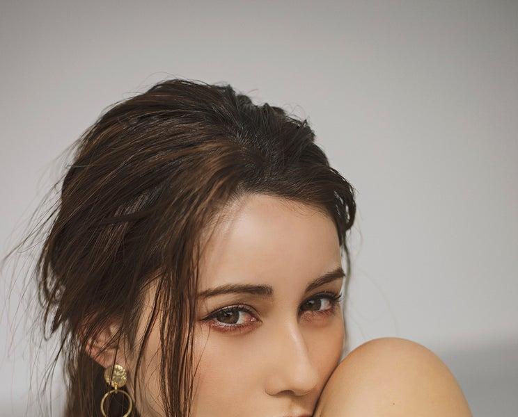 ダレノガレ明美、美肌際立つトレンドコーデがSEXY