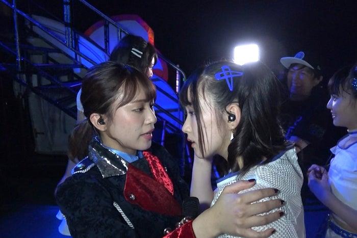 後輩メンバーを勇気付けるキャプテン斉藤真木子(C)2018「SKE48ドキュメンタリー(仮)」製作委員会