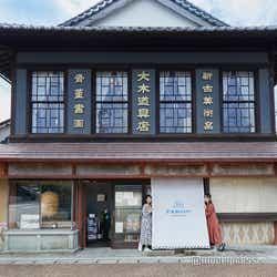 道具屋をリノベーションしたレストランの外観。2階も店舗になっています(C)モデルプレス