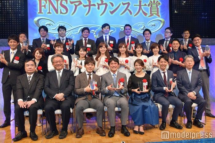 「第34回 FNSアナウンス大賞」登壇者/前列中央が坂梨公俊アナ (C)モデルプレス
