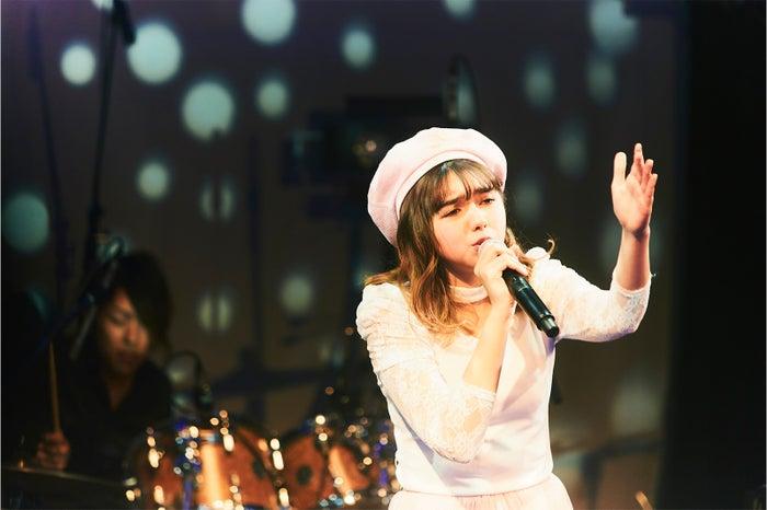 透き通る歌声で観客を魅了(画像提供:所属事務所)