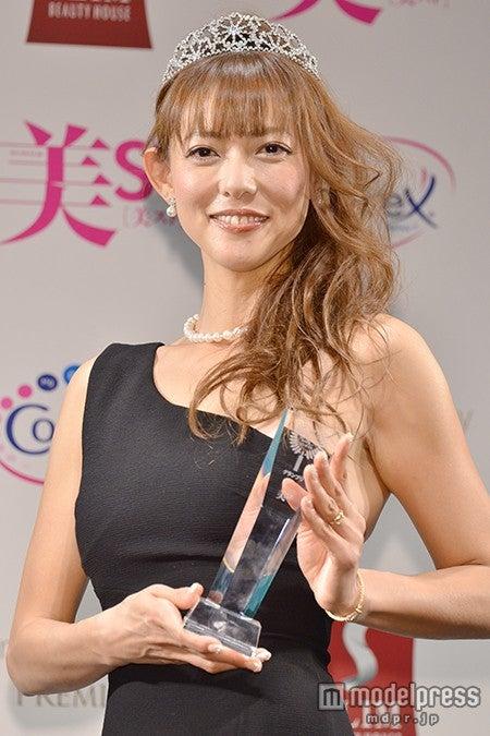 「国民的美魔女コンテスト」グランプリの箕輪玖美さん【モデルプレス】