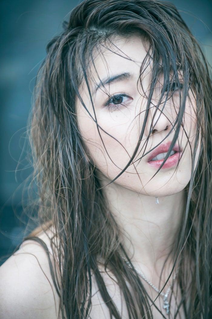 ディーン・フジオカ主演「はぴまり~Happy Marriage!?~」の挿入歌「あなたと ずっと」を歌っている時任三郎の娘・Cana
