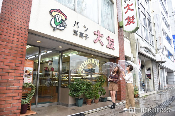 レトロな外観がかわいい、地元で人気のパン屋さん(C)モデルプレス