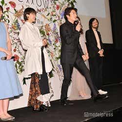 マイクが途切れてしまったため客席に歩み寄って声を届ける田中圭 (C)モデルプレス