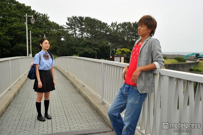 鬼塚英吉(AKIRA)と対峙するシーンは必見