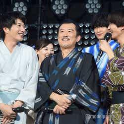 田中圭(左)と吉田鋼太郎(中央)とのシーンが印象的だったと振り返る志尊淳(右)/(C)モデルプレス
