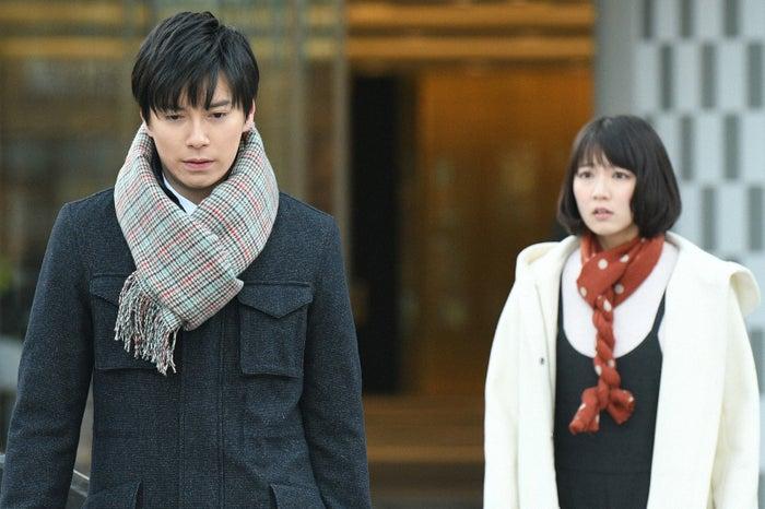西村元貴、吉岡里帆/「きみが心に棲みついた」第7話より(C)TBS