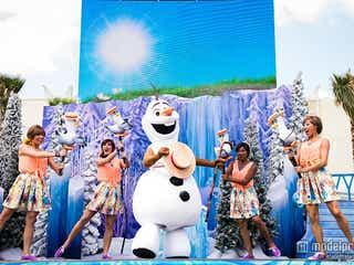 「アナ雪」新ショースタート、オラフの憧れを米ディズニーで堪能