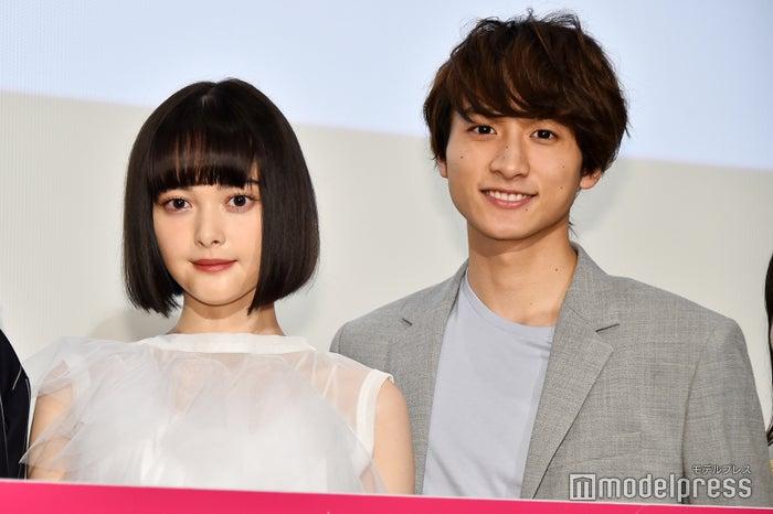 映画『わたしに××しなさい!』初日舞台挨拶に登壇した玉城ティナ、小関裕太 (C)モデルプレス