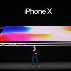 「iPhone X」正式発表  8は?発売日は? ワイヤレス充電、顔認証<スペックまとめ>