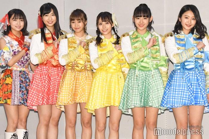 (左から)溝手るか、渡邉ひかる、宮崎理奈、浅川梨奈、内村莉彩(C)モデルプレス