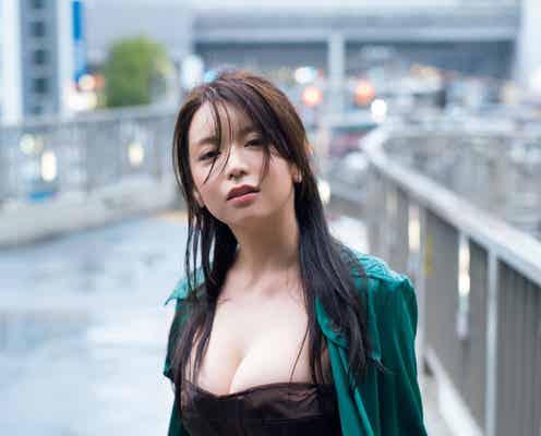 仲村美海、バスト大胆露出×濡れ髪で色気マックス