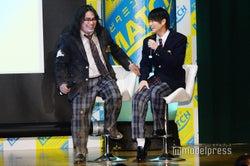 イベントの様子/CMで共演!わちゃわちゃする中岡創一(左)と平野紫耀(右)/(C)モデルプレス