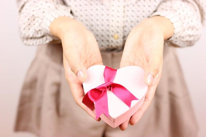 男性にバレンタインチョコを渡す時に言いたい胸キュンワード4選/photo by GAHAG