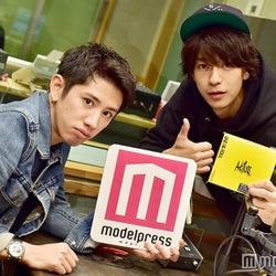 「三浦翔平 It's  翔 time」のパーソナリティの三浦翔平(右)とゲストのONE OK ROCKのTaka (C)モデルプレス