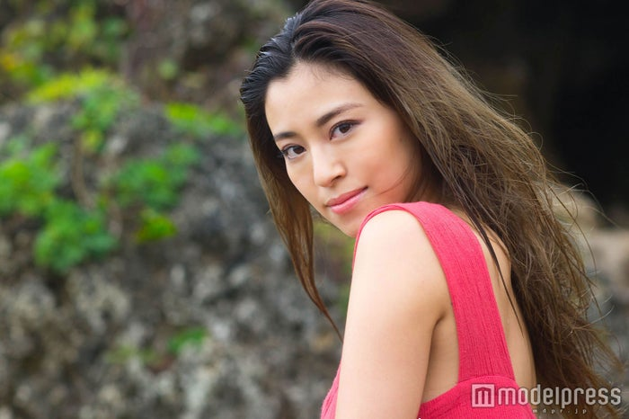 元「テラハ」山中美智子、出産・育児、過酷な環境でも揺るがない美しさの秘訣は?「毎日悩んだ」 (C)モデルプレス