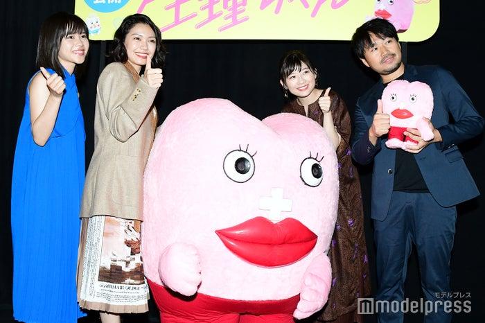 左から:松風理咲、二階堂ふみ、伊藤沙莉、品田俊介監督 (C)モデルプレス