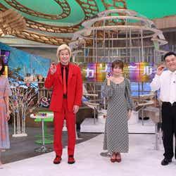 (左から)井上清華(フジテレビアナウンサー)、カズレーザー、秋元真夏、山崎弘也 (C)フジテレビ