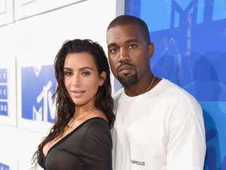キム・カーダシアン、カニエ・ウェストとの離婚を申請。