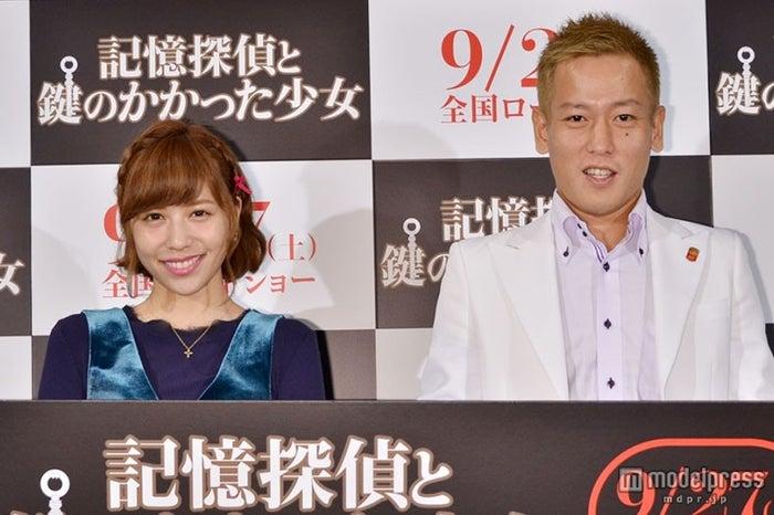 「記憶探偵と鍵のかかった少女」公開直前イベントに出席した河西智美(左)とじゅんいちダビッドソン(右)【モデルプレス】