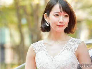 吉岡里帆、胸元大胆ドレスで登場 ブリリアン・ダイキのエスコートでレッドカーペットへ<VOGUE JAPAN WOMEN OF THE YEAR 2017>