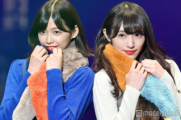 「第25回 東京ガールズコレクション2017 AUTUMN/WINTER」に出演した渡邉理佐&渡辺梨加 (C)モデルプレス