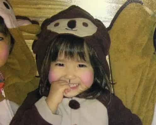 AKB48本田仁美、20歳バースデー迎え幼少期ショット公開 ハッシュタグにも注目