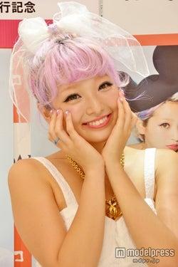 髪型をマネするファンも 人気モデル斉藤夏海、ファッションのこだわりを語る