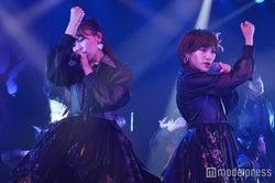 小嶋真子、岡田奈々/井上ヨシマサ「神曲縛り」公演(C)モデルプレス