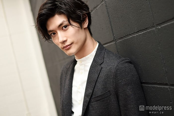 モデルプレスのインタビューに応じた三浦春馬【モデルプレス】