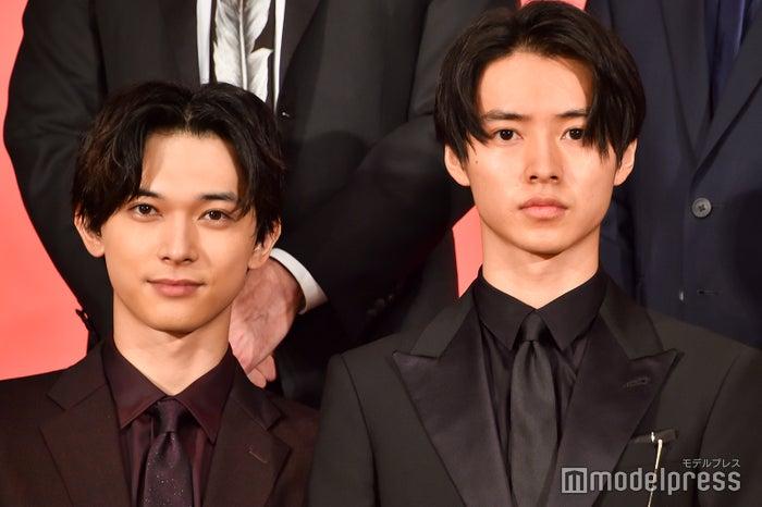 映画『キングダム』製作報告会見に登壇した(左から)吉沢亮、山崎賢人(C)モデルプレス