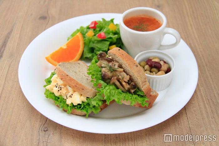 穀物パンのヘルシーサンドプレート¥900/画像提供:タヒチアンノニ カフェ