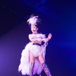 浜崎あゆみ、自身最多ロングツアー幕開け 初日から圧巻ステージで魅了